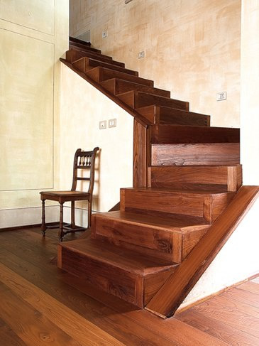 Scale in legno stile rustico